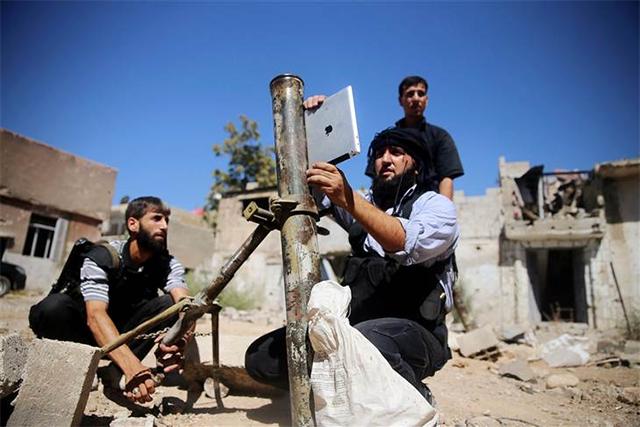 rebeldes-sirios-con-ipad