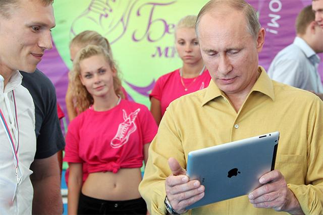 Vladimir Putin con su iPad