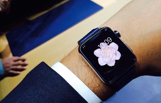 apple-watch-mano-derecha