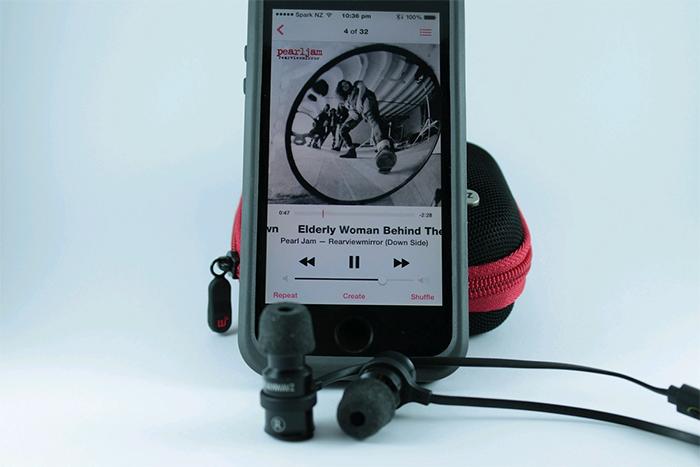 brainwavz-blu100-iphone
