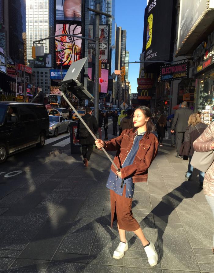 macbook-selfie-stick-1