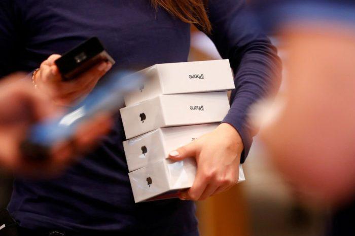 Retirando iPhones