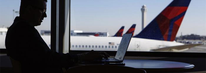 """La Administración Federal de Aviación (FAA) prohibe el MacBook 15"""" en los vuelos comerciales por riesgo de explosión"""